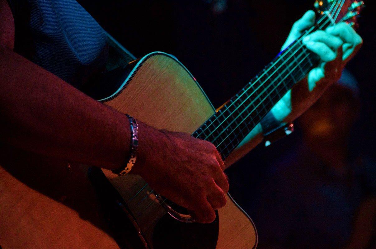 """Chitarra acustica ed elettrica<div class=""""home-course-item""""><a href=""""http://www.icoloridellavoce.it/chitarra-acustica-ed-elettrica/"""">Dettagli</a></div>"""
